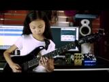 8-летняя девочка очень круто играет на электрогитаре