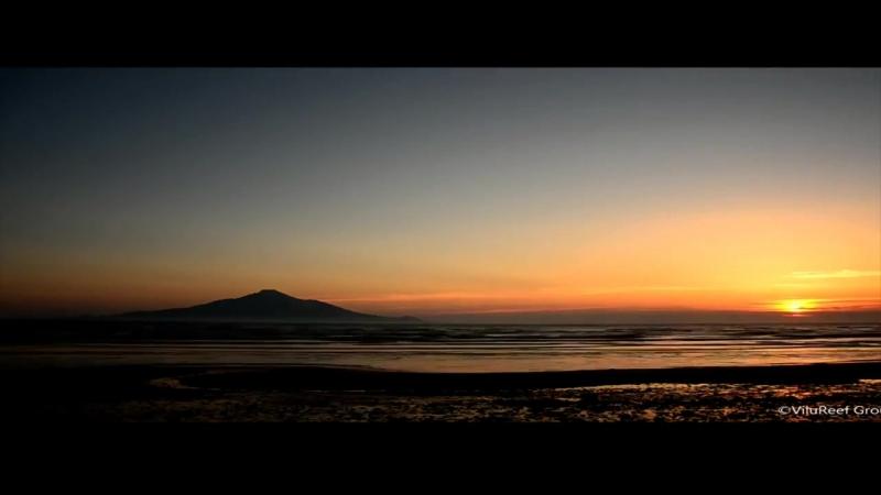 На небе,только и разговоров ,что о море и о закате…