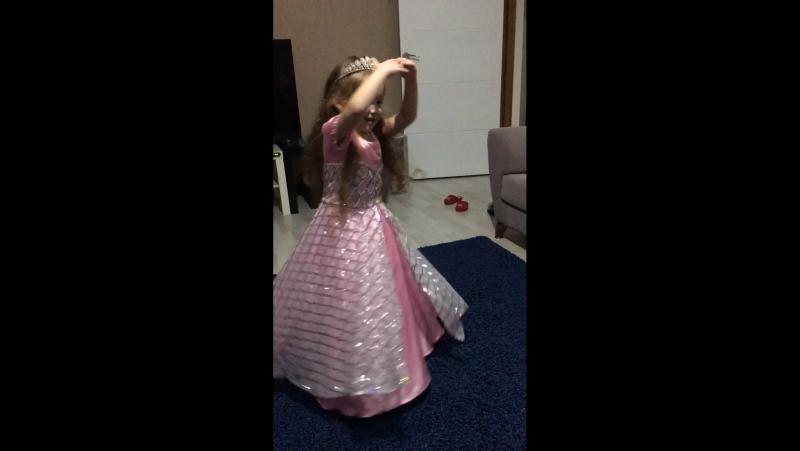 Eyşan 4 yaşında 🎁🎂🎉🌹😍