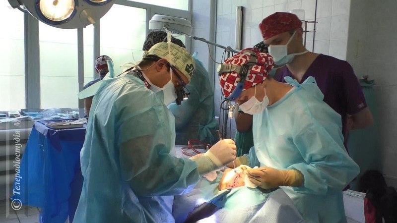 Канадські пластичні хірурги безкоштовно роблять операції учасникам бойових дій