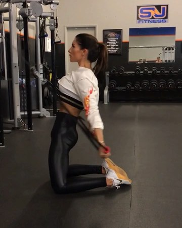 """Alexia Clark on Instagram: """"Stop Drop and Roll 🔥 cause I'm bringing the fire! 😂🤣 1. 15 each side 2. 12 Reps each 3. 12 Reps each side 4. 15 Reps..."""