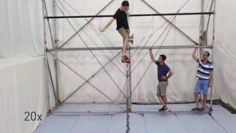 Дроны вяжут подвесной мост