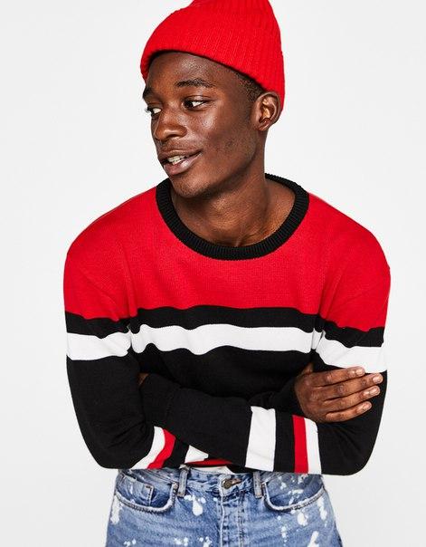 Комбинированный свитер с надписью