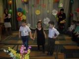 веселый танец в старшей группе на 8 марта.
