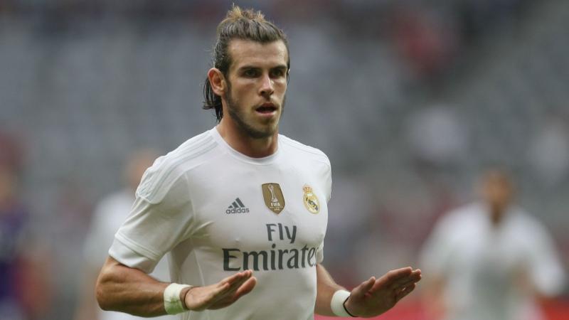 Играю в PES 17 (Карьеру за Bale)
