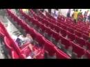 Болельщики из Сенегала убирают за собой на стадионе после матча. Очень достойно