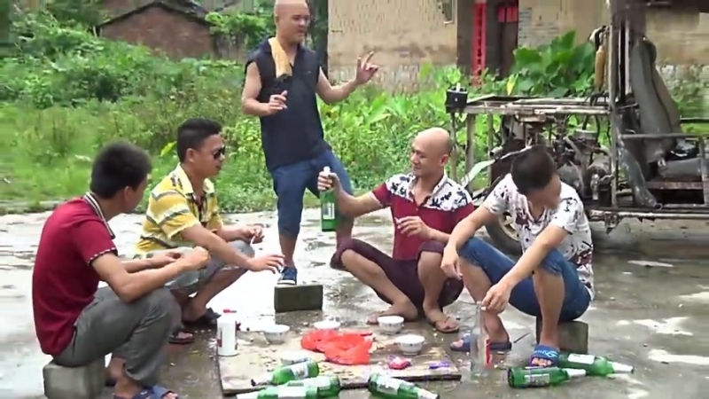Гуан Гэ (光 哥) – Выпивка с друзьями (朋友的酒)