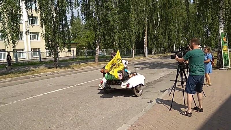 Старт мотопробега на ИЖ Юпитер-2, посвященного 130-летию П.В. Можарову, по маршруту Ижевск-Миттвайда-Ижевск.