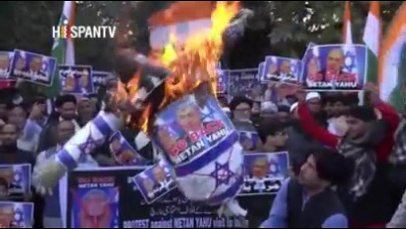 Htv.mx/1faA Le Premier Ministre D'Israël, Benyamin Netanyahou, arrivée ce dimanche à l'Inde, au milieu de manifestati