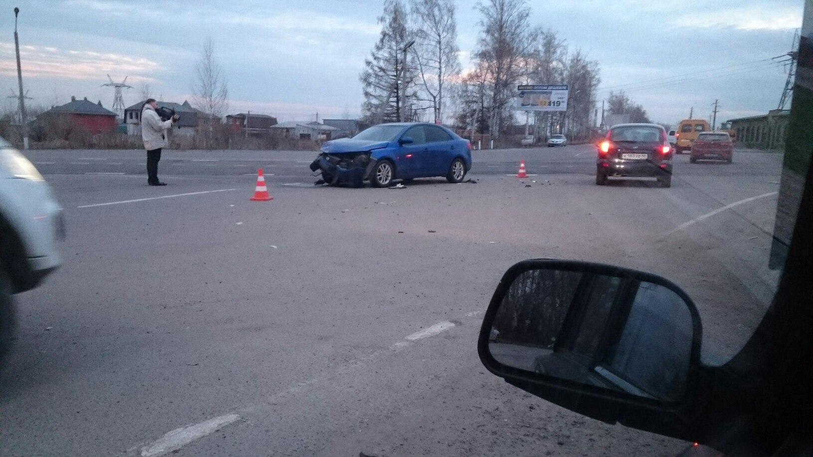 Под Курском два автомобилиста, не уступившие дорогу, устроили ДТП