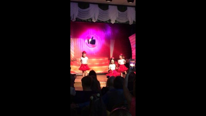 Танец «Скрюченные ножки»