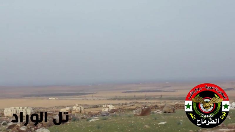 Les forces du Tigre de l'armée syrienne dominent le champ de bataille à Hama, près de Idlib
