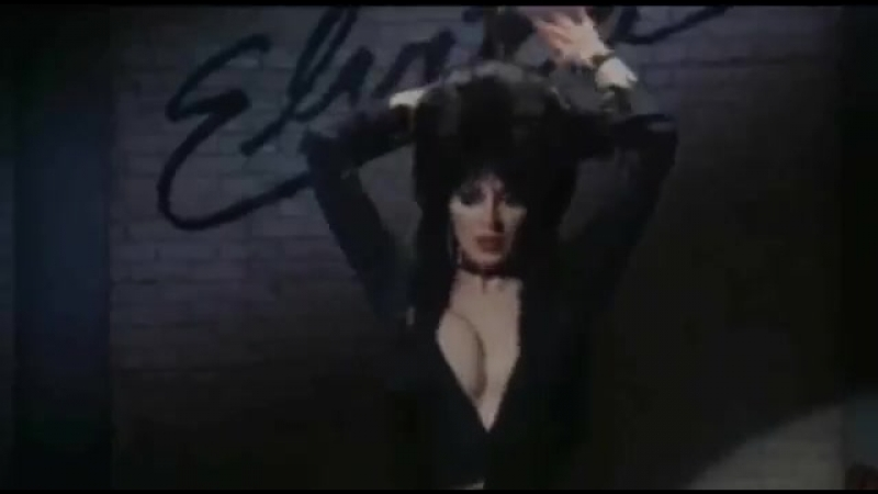 Эльвира Повелительница тьмы Танец и эпизод с обливанием бельё стриптиз fetish bdsm femdom фетиш эротика чулки boobs