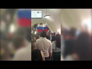 Как празднуют победу России на улицах столицы и в метро