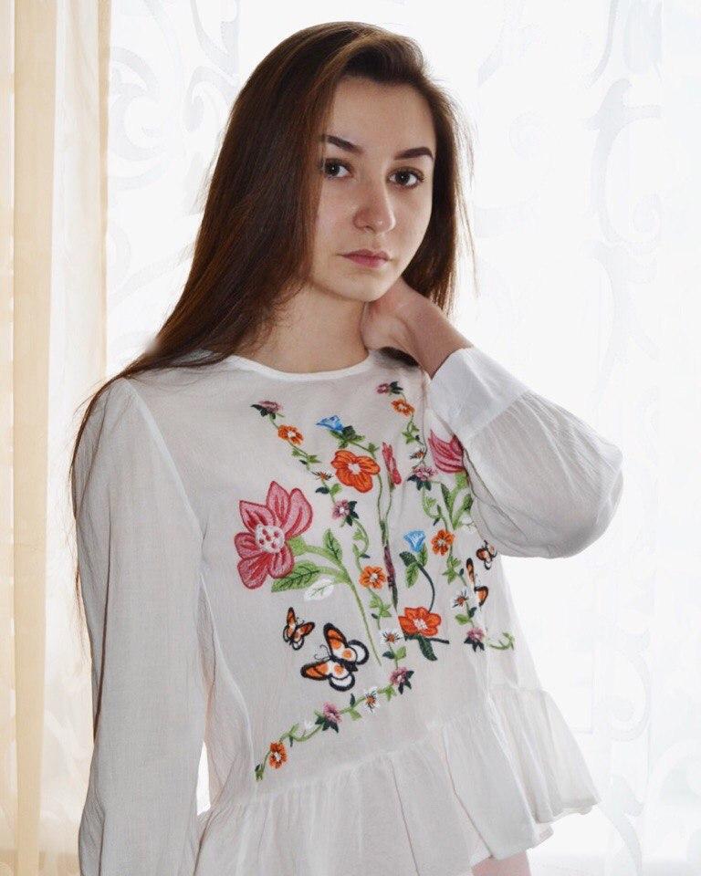 Белая блуза с вышивкой от магазина Colorfaith Womens Store