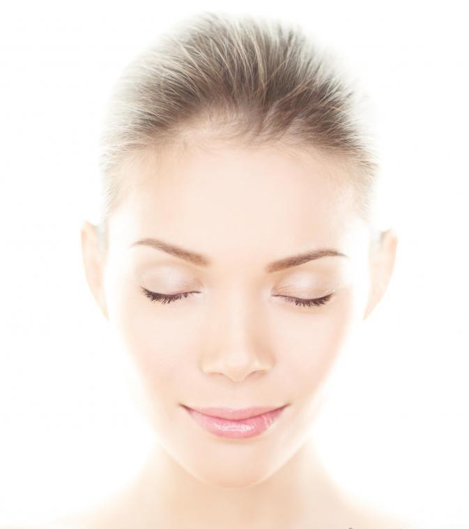 Оральная гиалуроновая кислота может помочь увлажнить кожу и оставить ее более гладкой и мягкой.