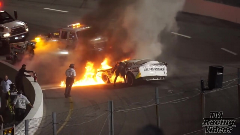 Отец гонщика спас сына из загоревшегося автомобиля