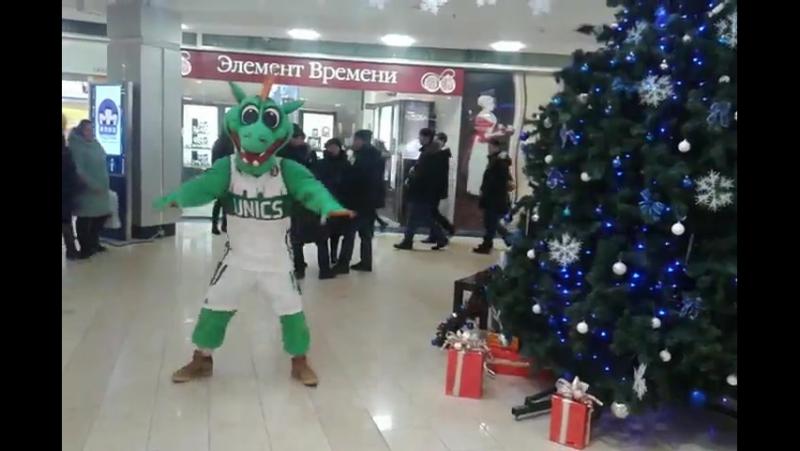 Новогодний танец дракона, в Тц кольцо