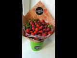 Летний микс из ягод клубники и голубики