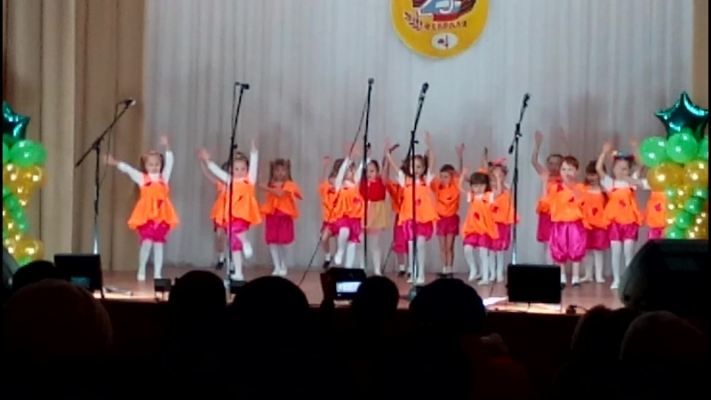 дочка танцует на День Защитника Отечества в ДК ЛМЗ