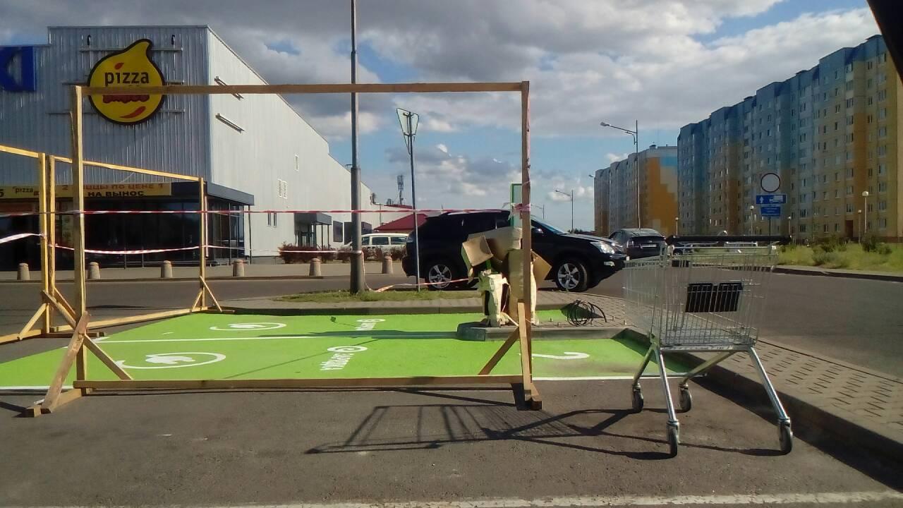 На стоянке Евроопта делают зарядку для электромобилей