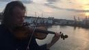Василий Попадюк сыграл на крыше одесского отеля отрывок из мюзикла Скрипач на крыше