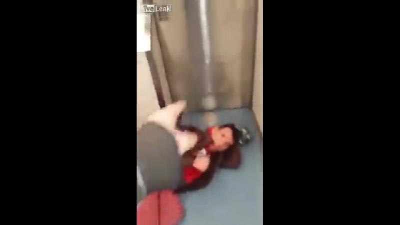 Русский воспитывает наглого мигранта в Лондонском метро ( РасФед )