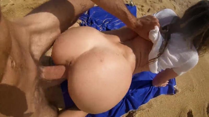 Leo Lu Lu Petite blonde with big ass fucks on the beach ( Natural Girls