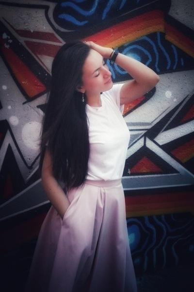 Наташа Фролова