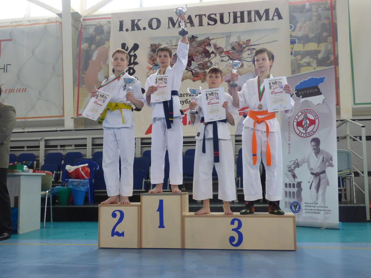 1-е место - Никита Голик (гимн. № 5), 3-е место - Иван Романко (Русиновская СШ, слева).
