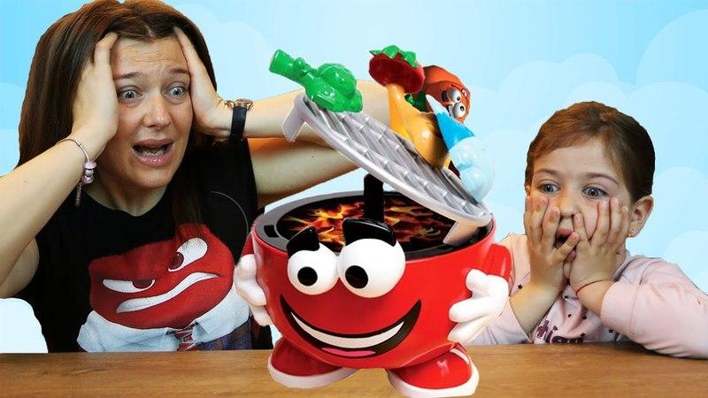 Челлендж Барбекю Вечеринка Эмилюша против Мамы/ Family Fun Barbecue Party Kids Game Challenge