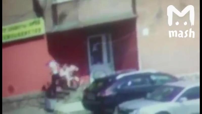 Появилось видео убийства матери пятерых детей в Новокузнецке.