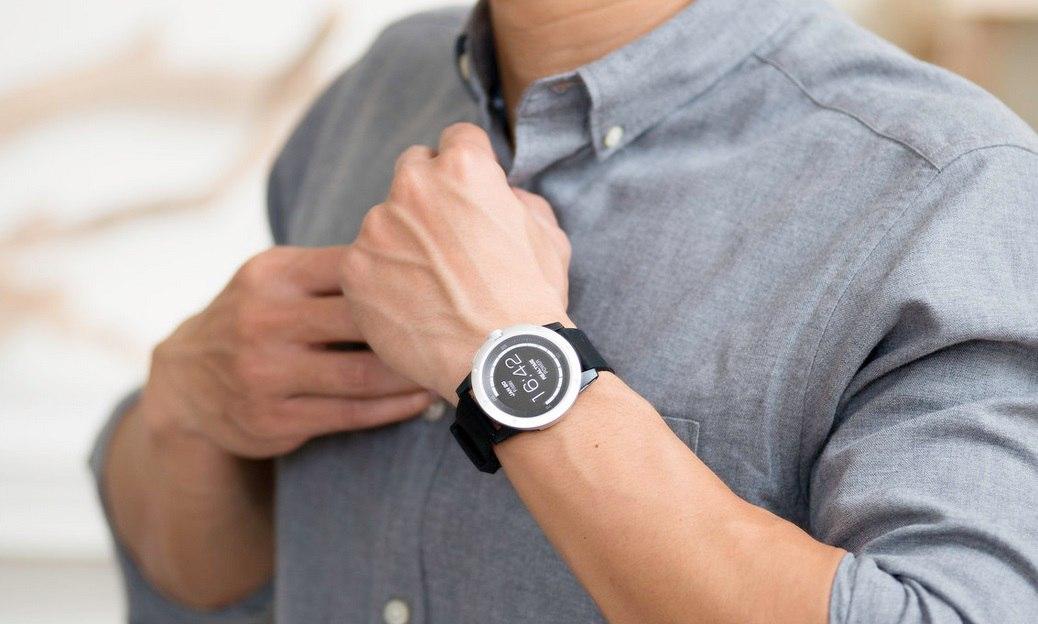 В продажу поступили «вечные» умные наручные часы