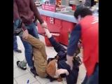 Работники супермаркета избили покупателя в Тюмени