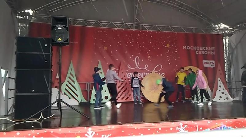 31.12.18 Zed Boys Crew выступление на площади Юности брейк-данс на новый год