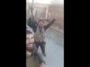Террористы ССА в захваченной курдской деревне показывают на рынок и произносят : Это рынки свиней