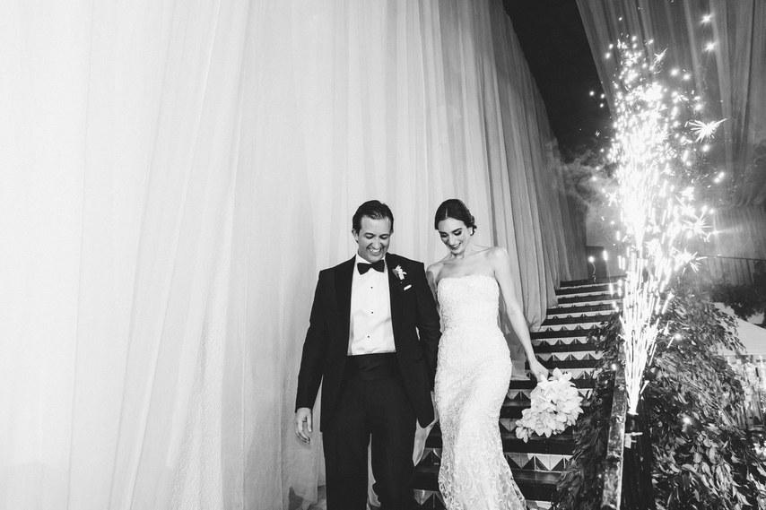 dLAvsQJA2ng - Как сделать так, чтобы на свадебной фотосессии вашим друзьям было не скучно
