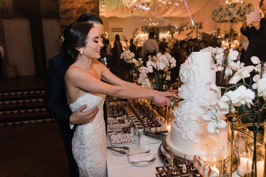 HhOKOfs cJ0 - Как сделать так, чтобы на свадебной фотосессии вашим друзьям было не скучно
