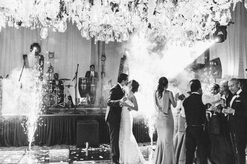 yPmtwLsZGOQ - Как сделать так, чтобы на свадебной фотосессии вашим друзьям было не скучно