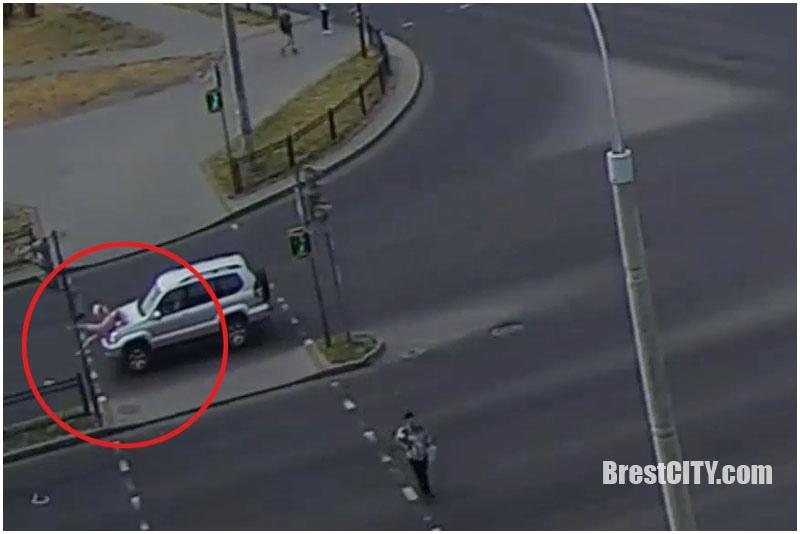В Бресте водитель внедорожника сбил на переходе женщину