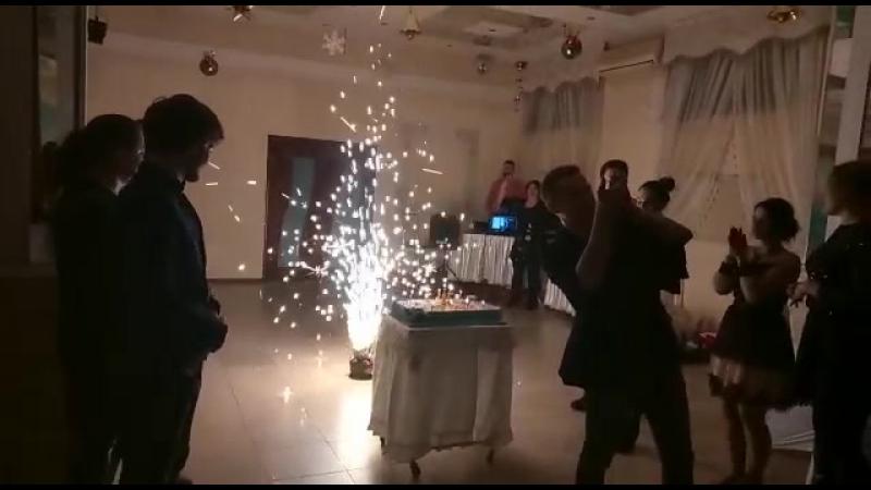День рождения Арт агентства Театр у Семеновны, вынос торта.