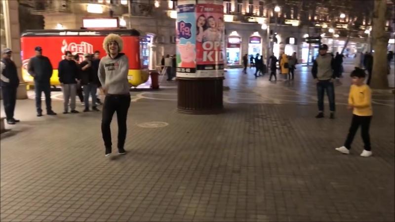 Madina Madina Лезгинка В Торговом Центре В Баку 2018 Парни Классно Танцуют ALISHKA NEYMET ROMA.mp4