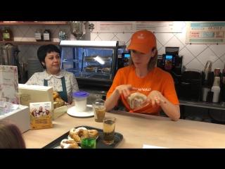 Солистка группы IOWA Катя Иванчикова поработала кассиром в ресторане Пышечка
