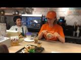 Солистка группы IOWA Катя Иванчикова поработала кассиром в ресторане «Пышечка»