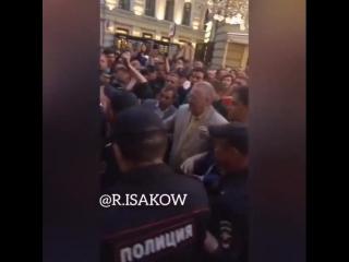 Облил пивом Жириновского и получил 14 суток ареста