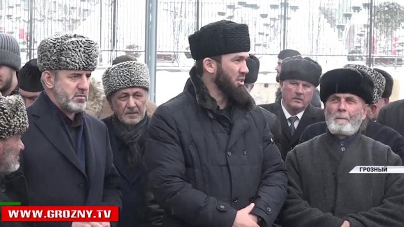 Депутаты Чечни приняли участие в сборе подписей в поддержку самовыдвижения Владимира Путина