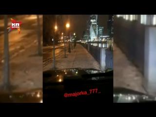 «Беспредельщица» на Gelandewagen согнала с тротуара пешеходов в центре Москвы