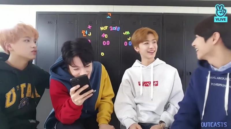 Na jaemin staring at huang renjun for 3 minutes