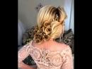 Свадебная текстурная прическа с розами