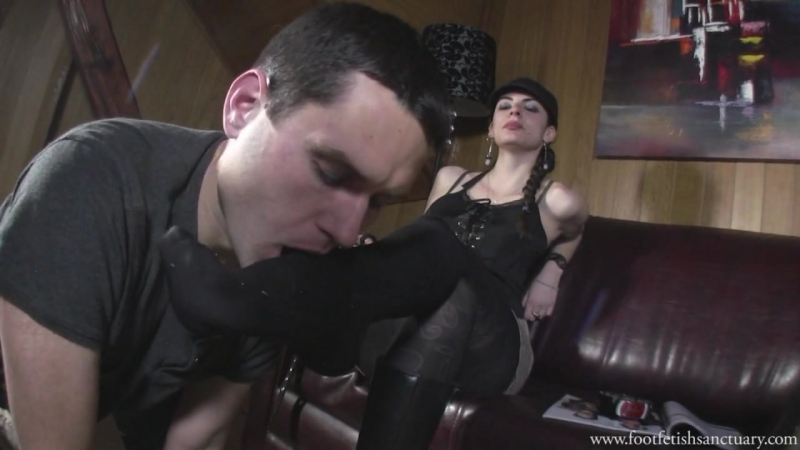 Miss Sonia Boot fetish Foot fetish Фут-фетиш femdom раб вылизывает сапоги slave licking boots feet sniff heels